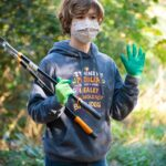 019--Invasive-plant-removal-on-walking-trail