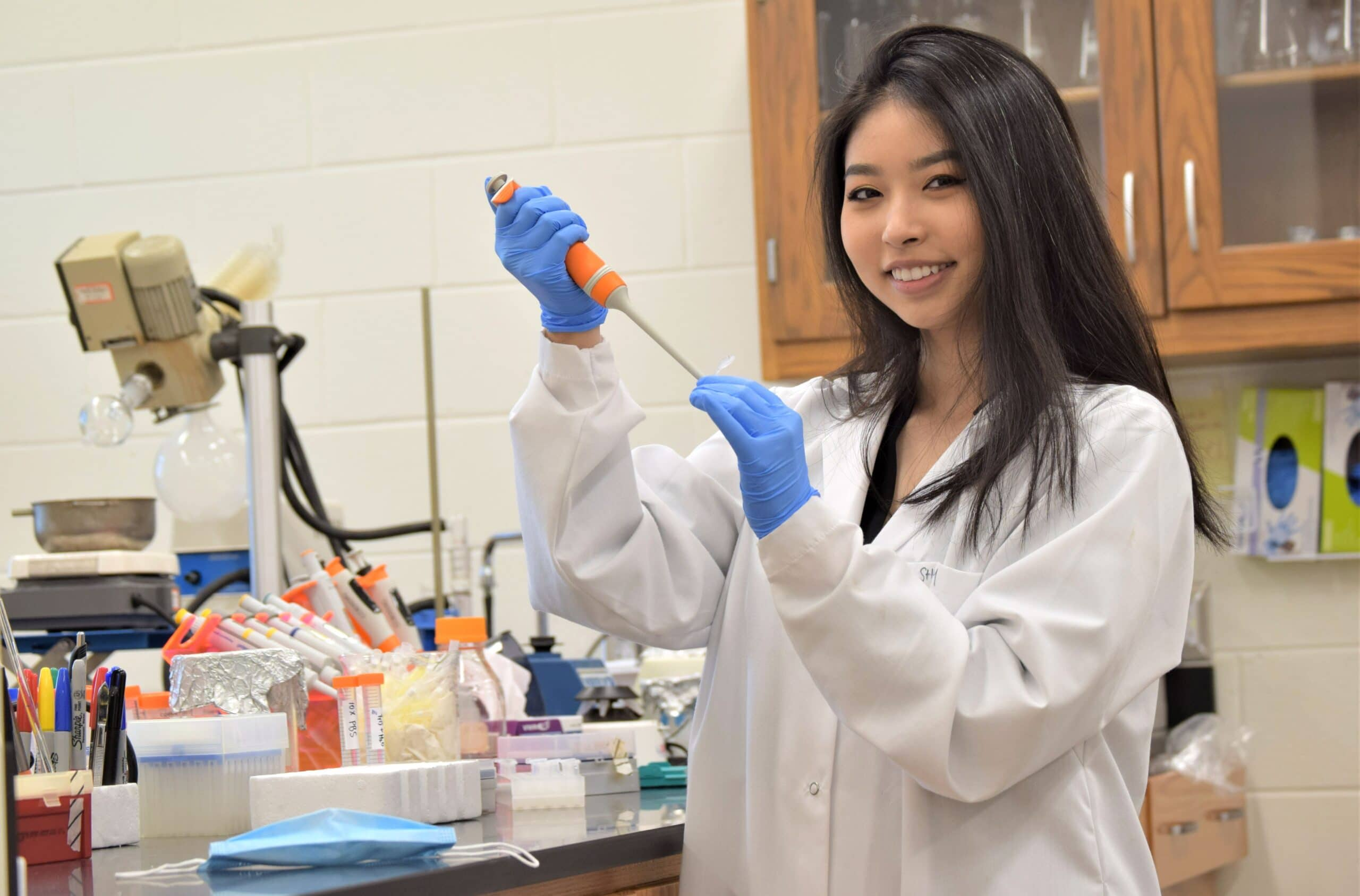 Three AUM seniors earn top awards at university-wide student research symposium